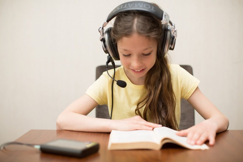 tomatis method girl reading with headphones